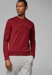 BOSS - SALBO 10217264 01 - Sweater - dark pink - 0