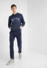 BOSS - SOODY - Bluza z kapturem - blue/silver - 1