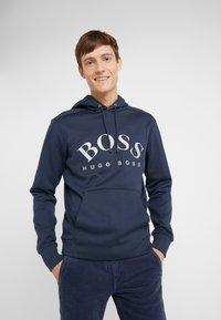 BOSS - SOODY - Bluza z kapturem - blue/silver - 0