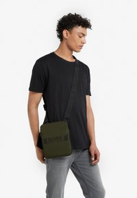 BOSS - PIXEL ZIP - Across body bag - dark green - 1