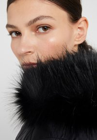 Barbour International - HAMPTON QUILT - Zimní kabát - black - 6