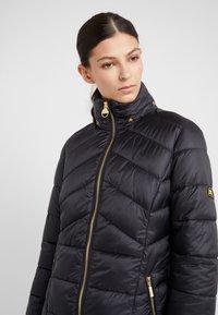 Barbour International - HAMPTON QUILT - Zimní kabát - black - 4