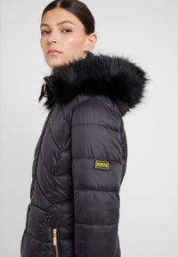 Barbour International - HAMPTON QUILT - Zimní kabát - black - 3