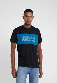 Barbour International - PANEL LOGO TEE - Triko s potiskem - black - 0