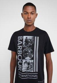 Barbour International - MONO TEE - T-shirt print - black - 4