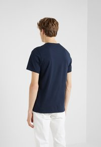 Barbour International - ESSENTIAL SMALL LOGO TEE - Jednoduché triko - navy - 2