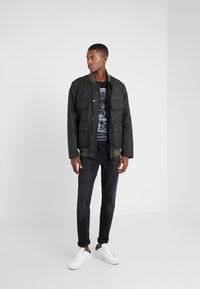 Barbour International - EDHILL WAX - Bomberjacks - olive - 1