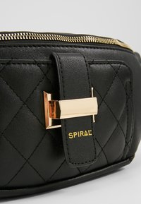 Spiral Bags - LABEL BUM BAG - Ledvinka - black - 6