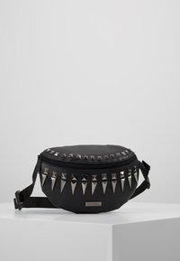 Spiral Bags - LABEL BUM BAG - Ledvinka - black/silver - 0