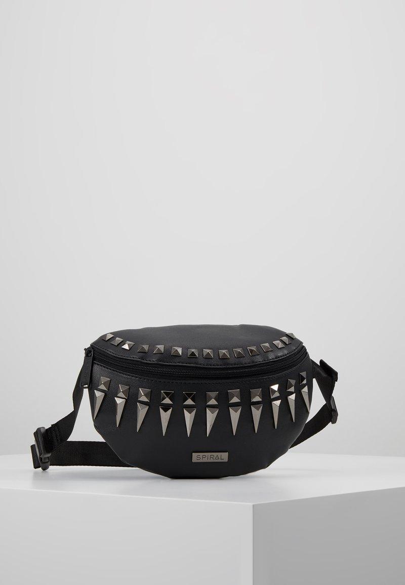 Spiral Bags - LABEL BUM BAG - Ledvinka - black/silver