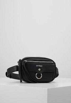 LABEL BUM BAG - Ledvinka - black