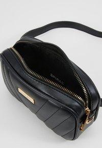 Spiral Bags - LABEL BUM BAG - Rumpetaske - montreal black - 4