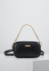 Spiral Bags - LABEL BUM BAG - Rumpetaske - montreal black - 0