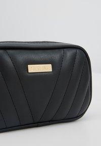 Spiral Bags - LABEL BUM BAG - Rumpetaske - montreal black - 6