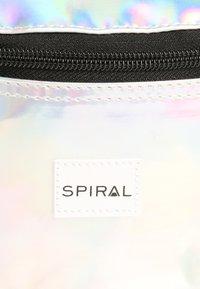 Spiral Bags - HARVARD - Ledvinka - silver rave - 6