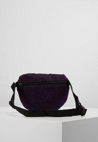Spiral Bags - PLATINUM BUM BAG - Ledvinka - violet - 2