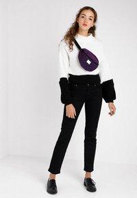 Spiral Bags - PLATINUM BUM BAG - Ledvinka - violet - 5