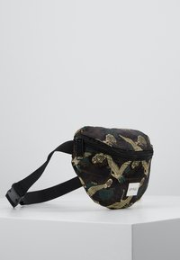 Spiral Bags - BUM BAG - Rumpetaske - paradise birds /black - 3