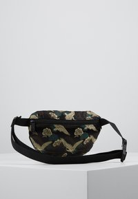 Spiral Bags - BUM BAG - Rumpetaske - paradise birds /black - 2