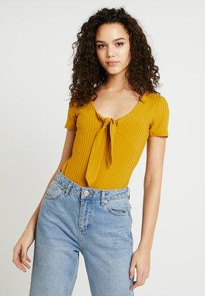 ODEON - T-shirt med print - dune
