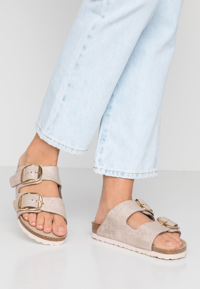 ARIZONA BIG BUCKLE - Slippers - washed metallic rose gold