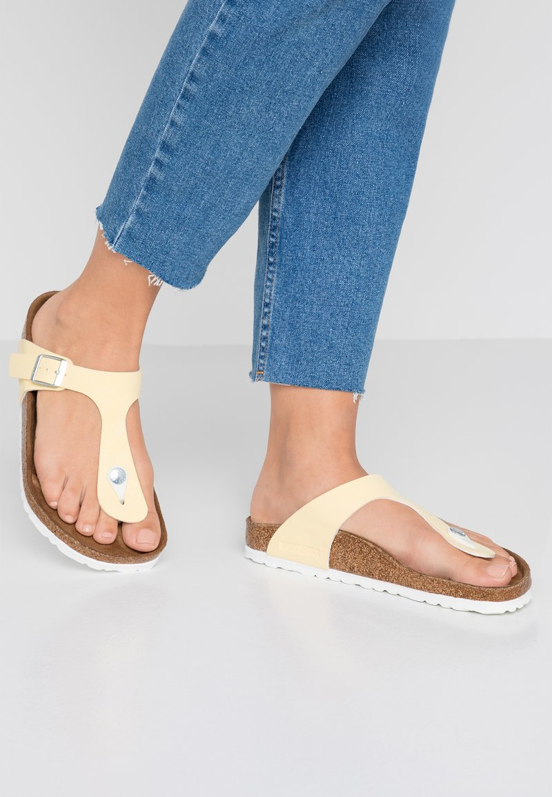 Birkenstock - GIZEH VEGAN - T-bar sandals - brushed vanilla