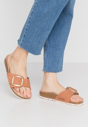 MADRID BIG BUCKLE - Slippers - brandy