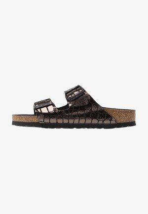 ARIZONA - Slippers - gator gleam black