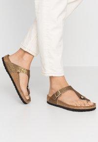 Birkenstock - GIZEH - Slippers - gold - 0