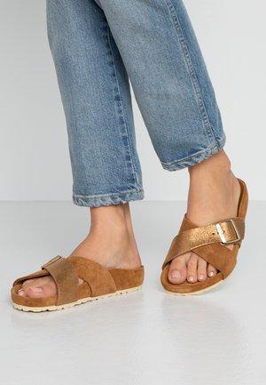 SIENA - Domácí obuv - braun
