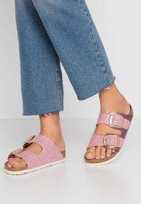Birkenstock - ARIZONA BIG BUCKLE - Domácí obuv - pink - 0