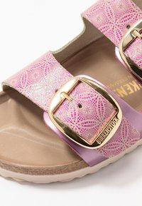 Birkenstock - ARIZONA BIG BUCKLE - Domácí obuv - pink - 2