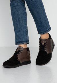 Birkenstock - ESTEVAN WOMEN - Boots à talons - schwarz - 0