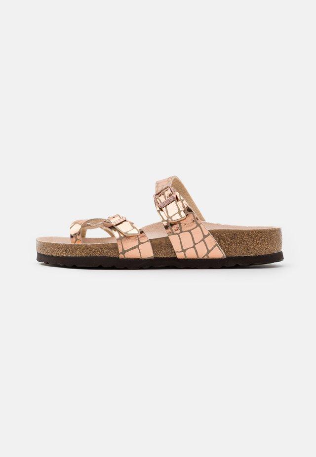 MAYARI - Sandaler m/ tåsplit - gator gleam copper