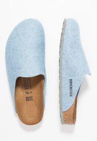 Birkenstock - AMSTERDAM - Pantuflas - light blue - 3