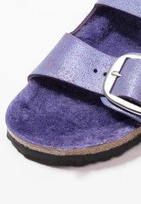 Birkenstock - ARIZONA - Domácí obuv - washed metallic violet - 2