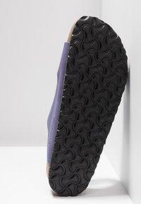Birkenstock - ARIZONA - Domácí obuv - washed metallic violet - 6