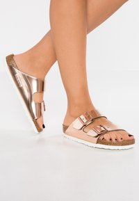 Birkenstock - ARIZONA - Pantolette flach - metallic copper - 0