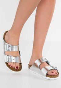 Birkenstock - ARIZONA - Muiltjes - metallic silver - 0