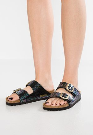 ARIZONA - Pantolette flach - shiny black/multicolor
