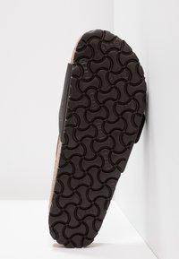 Birkenstock - MADRID BIG BUCKLE - Pantoffels - black - 4