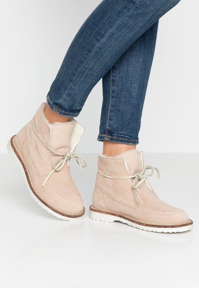BAKKI - Kotníková obuv - nude