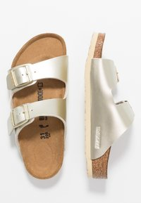 Birkenstock - ARIZONA - Chaussons - electric metallic gold - 0
