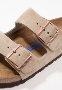 Birkenstock - ARIZONA SOFT FOOTBED - Slippers - taupe - 5