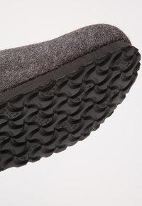 Birkenstock - DAVOS REGULAR FIT - Domácí obuv - anthracite - 5