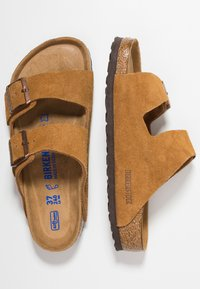Birkenstock - ARIZONA SOFT FOOTBED - Chaussons - tan - 1