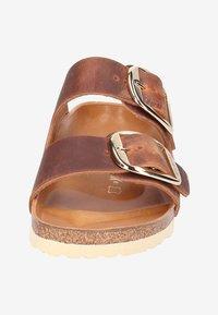 Birkenstock - Tofflor & inneskor - brown - 6