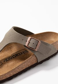 Birkenstock - GIZEH NARROW FIT - Slippers - stone - 5