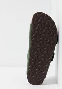 Birkenstock - ARIZONA SOFT FOOTBED NARROW FIT - Tofflor & inneskor - green - 4