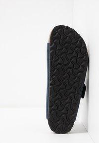 Birkenstock - ARIZONA SOFT FOOTBED NARROW FIT - Domácí obuv - night - 4